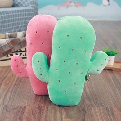 Cactus de peluche rosa y verde